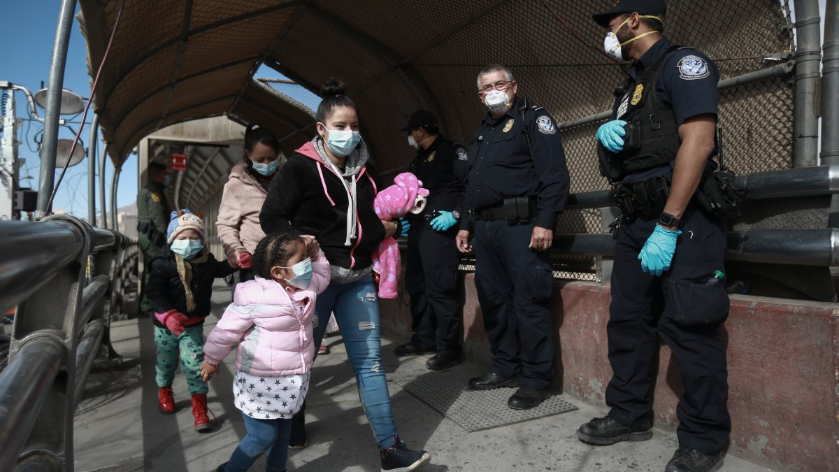 Asylum Seekers Begin to Arrive in Az. as Biden Border Policies Take Effect 1