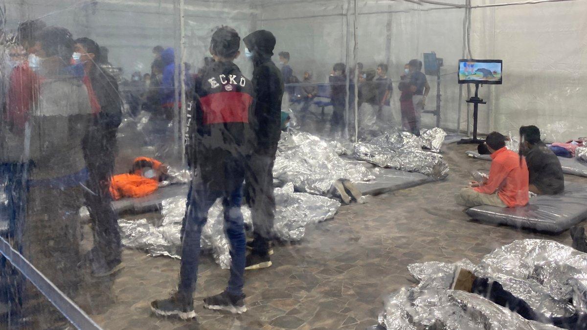 Photos of Migrant Detention Highlight Biden's Border Secrecy 1