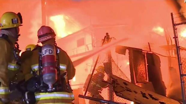 (LA ITEAM STRINGER) Los bomberos pierden la herramienta para combatir los crecientes incendios de personas sin hogar