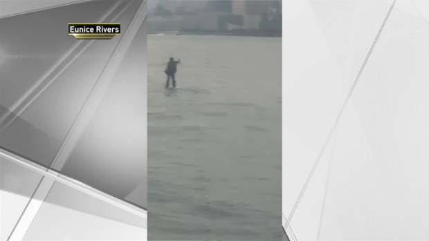 [NY] Man in Suit Paddleboards Across Hudson River