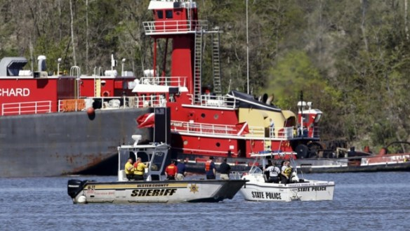 Divers Find Pilot's Body After Hudson River Crash