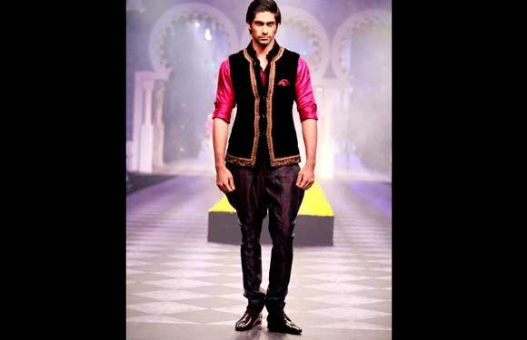 Indian Wedding Wear For Men: Indian Wedding Wear For Men