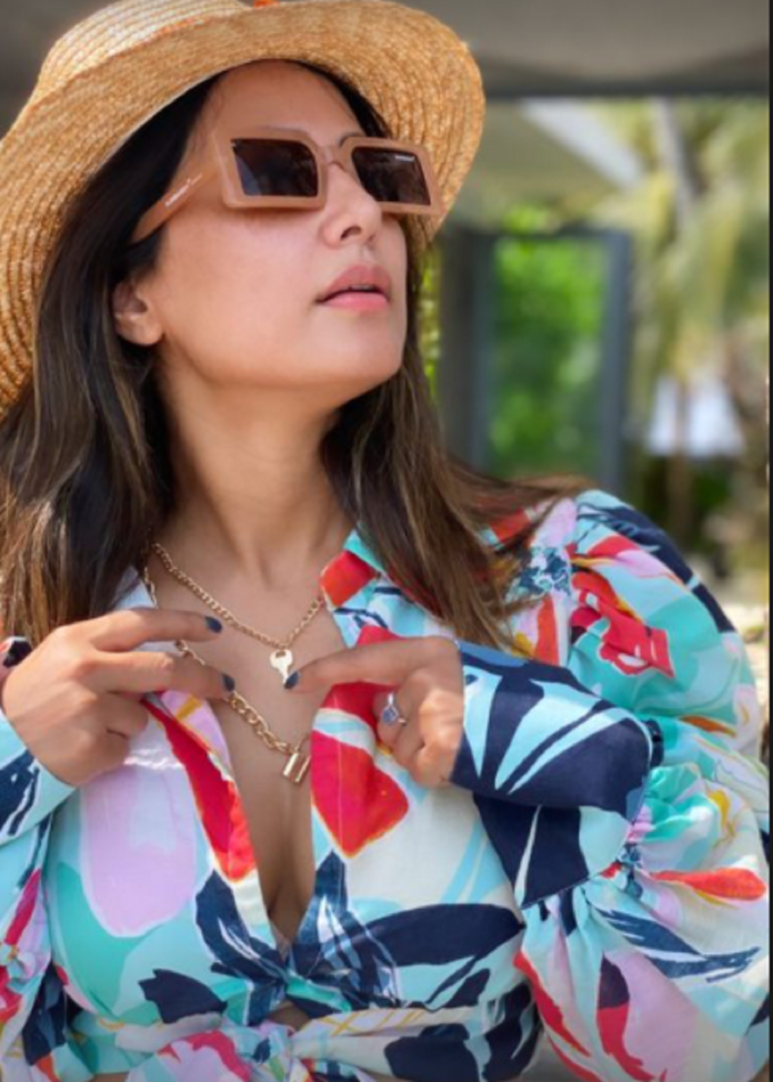 Love Birds: Hina Khan spending quality time in Maldives with boyfriend, see photos