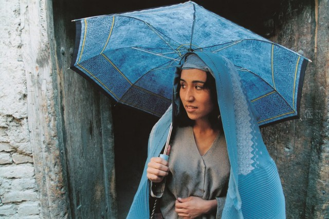 Agheleh Rezaie appears in Samira Makhmalbafs film At Five in the Afternoon.