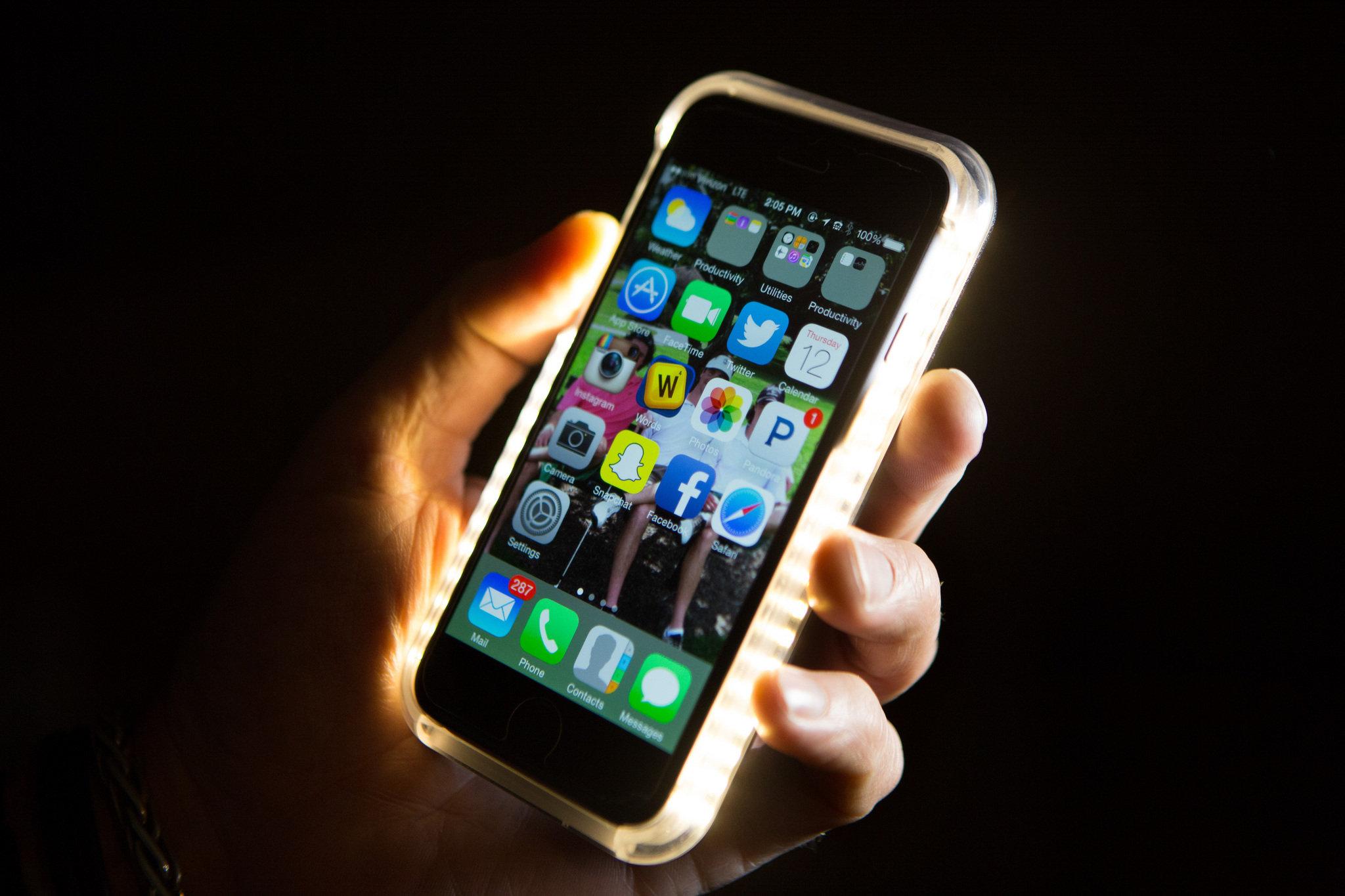 https://i1.wp.com/media.nj.com/entertainment_impact/photo/lumee-cellphone-case-49c19c10dc5bde1c.jpg