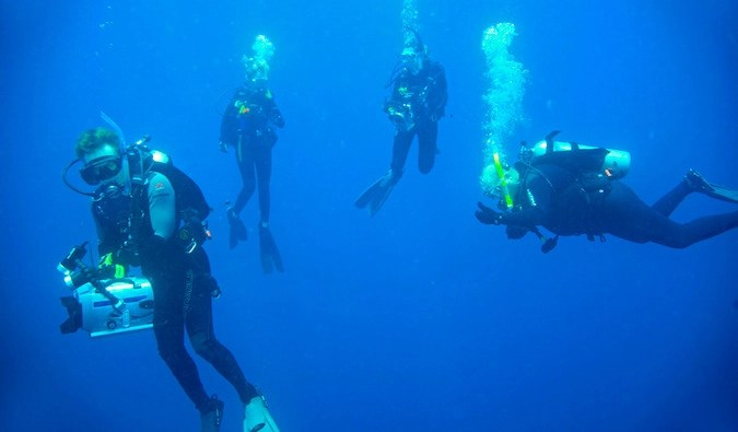 scuba instructor diving with group