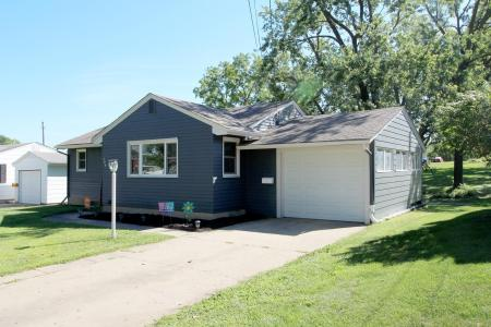 526 East, Grinnell, Iowa 50112-2439, 3 Bedrooms Bedrooms, ,1 BathroomBathrooms,Single Family,For Sale,East,5644789