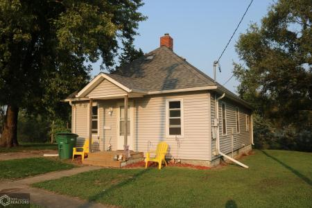 405 Davis, Bloomfield, Iowa 52537, 2 Bedrooms Bedrooms, ,1 BathroomBathrooms,Single Family,For Sale,Davis,5662793