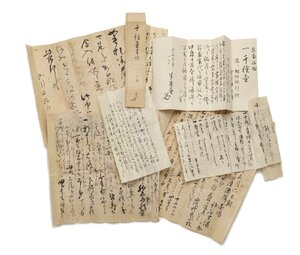 These documents are associated with Chigusa, the tea leaf storage jar. Japanese men who participated in tea rituals often went home and wrote about it in their diaries — describing the date, the place, time of day, who was there and objects used.