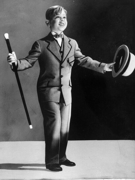 Mickey Rooney performing at age seven.