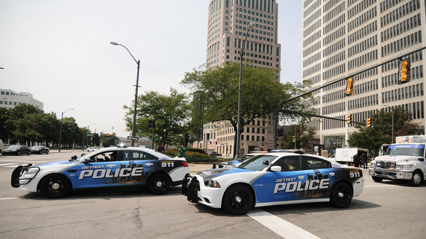 Several years ago, the murder clearance rate in Detroit neared the single digits. To improve, the police have reorganized into local squads and are looking for older cases that might be solved with new techniques.