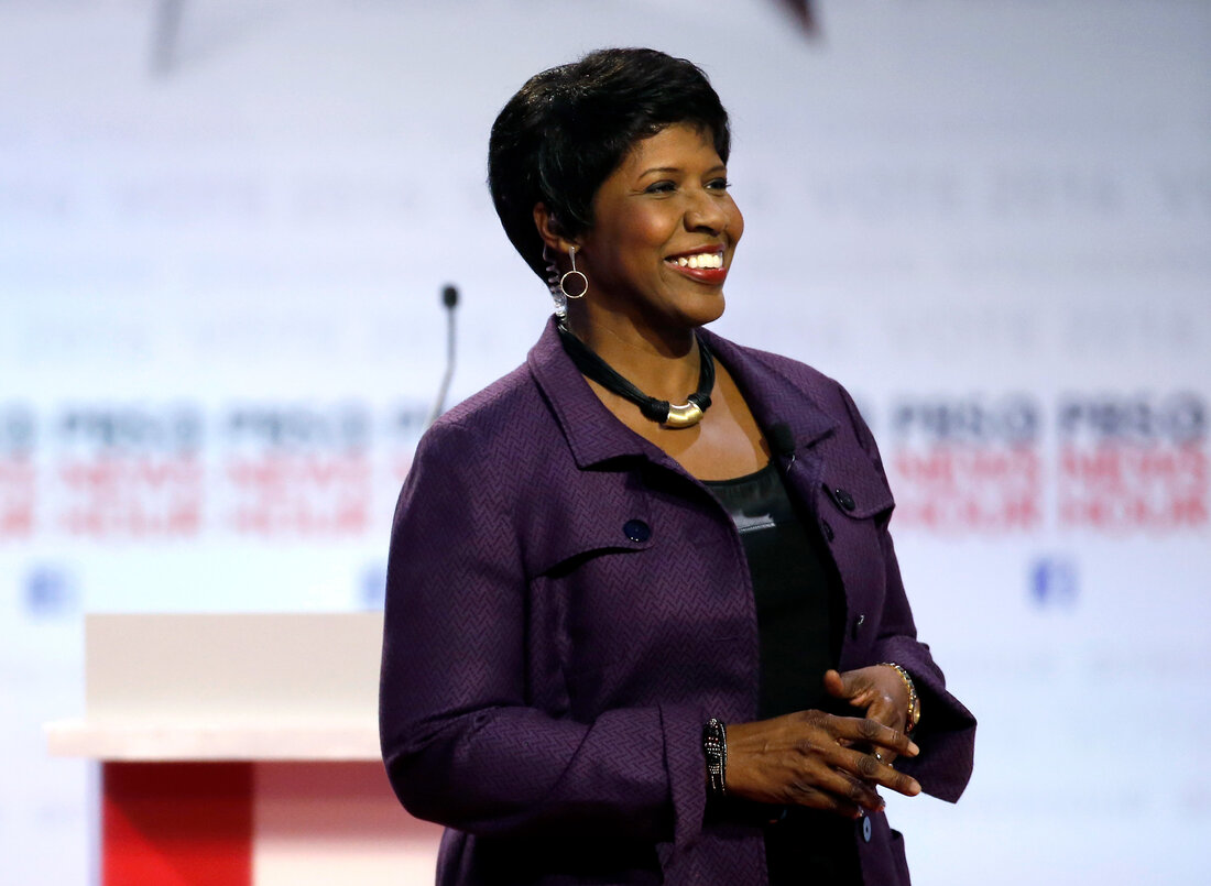 Gwen Ifill, first African American to host a major US political TV talk show. courtesy of Morry Gash/AP