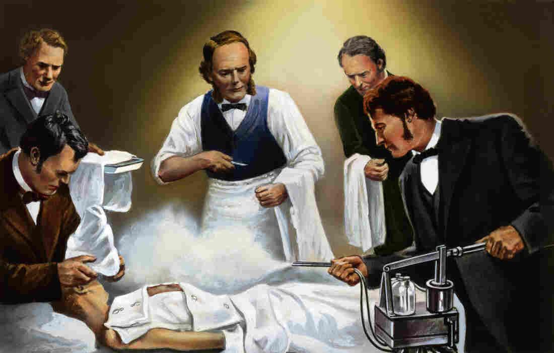 الجراح البريطاني جوزيف ليستر (joseph lister)  يستخدم رذاذ حمض الكربوليك في واحدة من أولى عملياته الجراحية المطهرة  حوالي عام 1865.