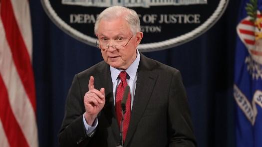 U.S. Le procureur général Jeff Sessions fait appel d'une décision du tribunal qui a rétabli les renouvellements du DACA.
