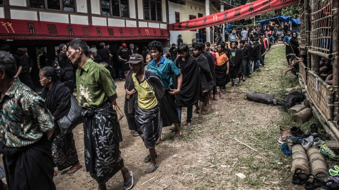 Photos The Dead Live With Their Relatives In Indonesia S Toraja Community Goats And Soda Npr