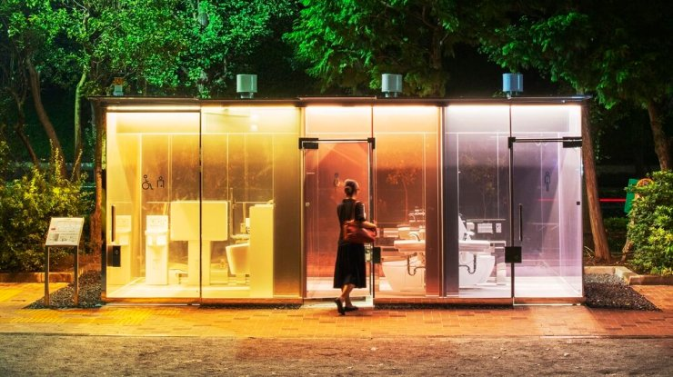 The Transparent Public Toilets That Offer Privacy. 8