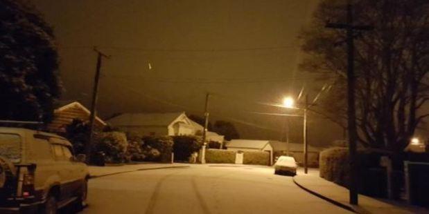 Roslyn woke to snow this morning. Photo / Louise Frampton