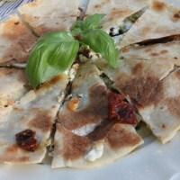 Quesadillas med fetaost och soltorkade tomater