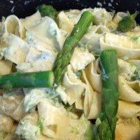 Sparriskräm till lättstekta kronärtskocksbottnar och pasta