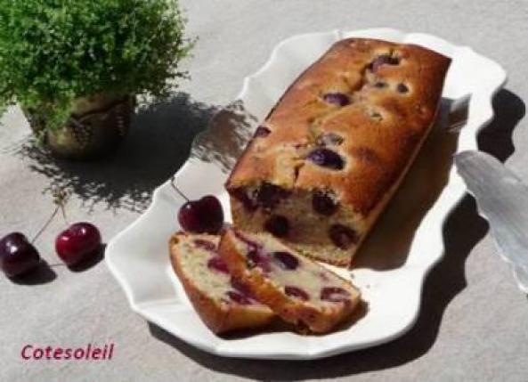 CAKE AUX TROIS CERISES