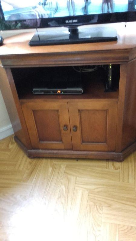 donne un meuble tv en merisier