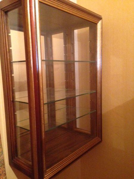 la petite armoire en verre bright