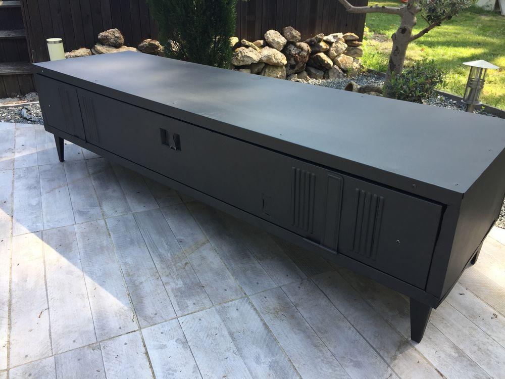 vestiaire metallique industriel meuble television a 450