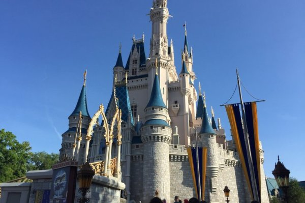 A New Jersey tourist threatened to blow up a Disney World ...