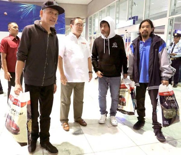 Pinoys taken hostage in Libya back in Philippines ...