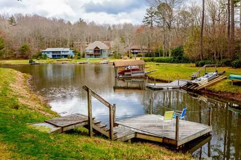 1042 Kanasgowa Drive Brevard North Carolina By Tom Perry