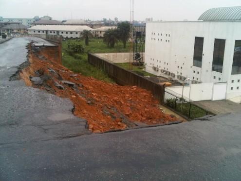 collapsed-bridge-in-PH-495x371