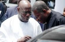 Former President Olusegun Obasanjo whispering to  Goodluck Jonathan, a former president too while latter was still in power