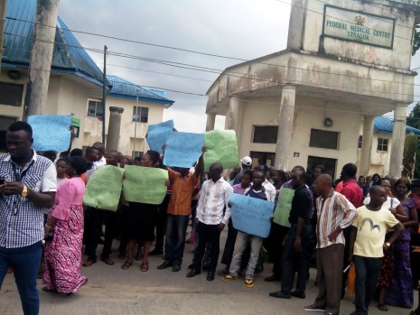 striking health workers block entrance to federal medical centre yenagoa