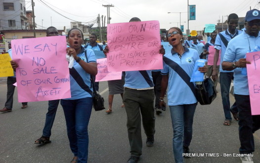 Labour and civil societies march against Govt's plan to privatize state-owned water supply