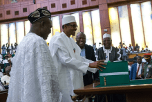 Buhari_laying_2016_budget