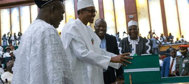 Buhari_laying_2016_budget