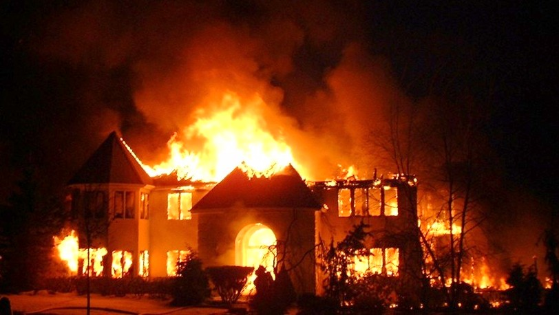 House gutted by fire (Photo: happenings.com.ng)