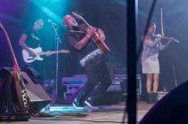 jonathan-butler-on-stage