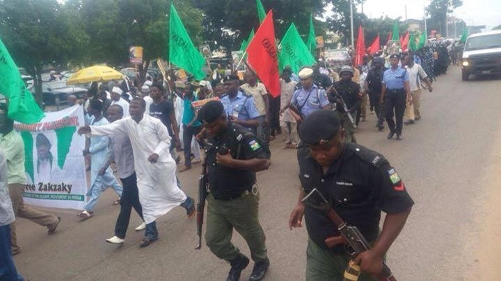 armed-policemen-following-free-zakzaky-protesters-in-kaduna1