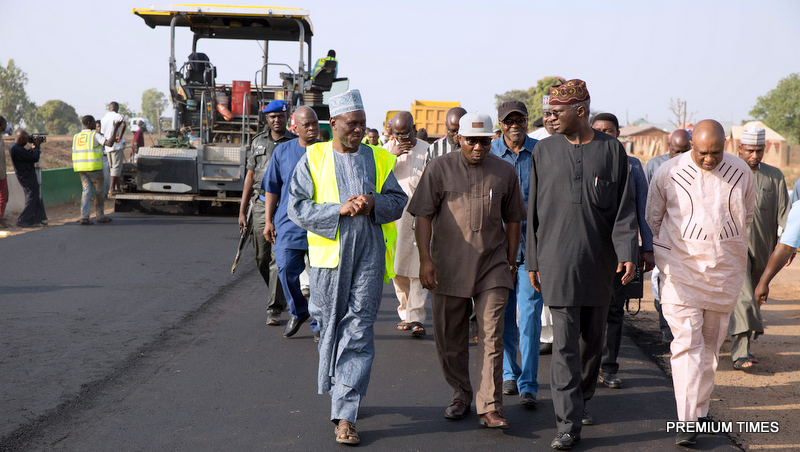 Minister of Power, Works & Housing, Mr Babatunde Fashola, SAN (2nd right),Zonal Director North -West, Engr.Busari Olalekan (2nd left), Federal Controller of Works, Kaduna, Engr. Saad Tukur (left), Director Highways, Construction and Rehabilitation, Engr. Femi Oguntominiyi, (right) and others during the Minister's inspection tour of the ongoing Emergency Repairs of Kaduna - Abuja Expressway, Kaduna on Friday 10th, February 2017.