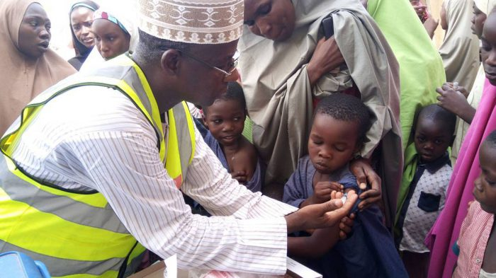 Executive Secretary of FCT Primary Health Care Development Board, Dr Rilwanu Mohammed vaccinating a child against meningitis at Dakwa village in Bwari Area Council of Abuja on Thursday (30/3/17). 02148/30/3/2017/Mustapha Sumaila/JAU/BJO/NAN