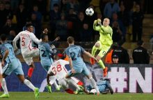 Manchester City's Willy Caballero punches clear. Photograph: Eric Gaillard/Reuters
