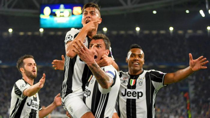 Juventus celebrating Paul Dybala's goal [Photo: Twitter - @OptaJoe]