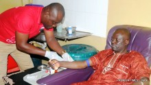 FILE PHOTO: A researcher, Dr Adebayo Ajala, who began donating blood for over 20 years, donating again at the 2017 World Blood Donors Day at the University College Hospital Ibadan on Wednesday (14/6/17). 03239/14/6/2017/Esther Bode-Are/BJO/NAN