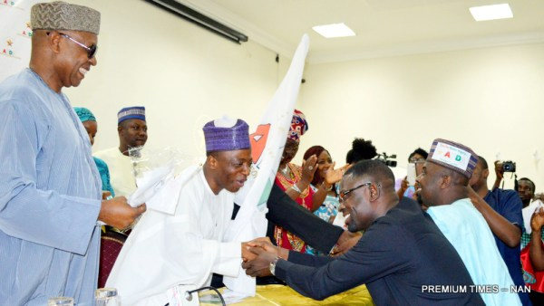 Interim National Chairman, Advanced Peoples Democratic Alliance Party (APDA), Malam Shitu Mohammed-Cabiru presenting the party's flag to the Interim Chairman for Rivers, Pastor Warigbani Ezkiel, in Abuja on Monday (4/6/17). With them is the Interim National Secretary, Dr. Emeka Oenjwu (L) and other members.03036/5/6/2017/Ernest Okorie/BJO/NAN