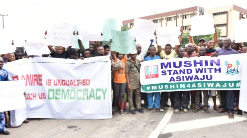 Protesters marched to the governor's office yesterday seeking for the expulsion of Muiz Banire from the party over allegations of anti-party activities