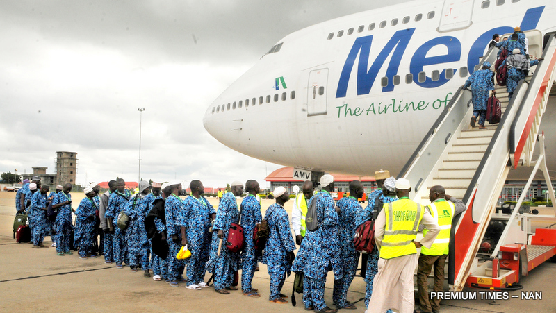 Pic.22. Muslim pilgrims from Kwara boarding during the inaugural air-lift of 2017 pilgrims at the International Airport in Ilorin on Thursday (3/8/17). 04011/3/8/2017/Anthony Alabi/BJO/NAN
