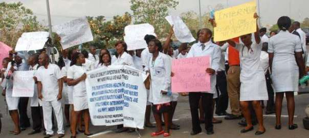 A protest by Nigerian health workers [Photo: Pulse.ng]