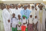 Governor Aminu Waziri Tambuwal in a group photograph with four of the newly-enrolled children and other government officials at the flag-off of Sokoto state school enrollment drive in Riji, Rabah LGA.