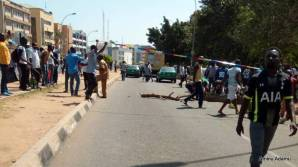 Protesters blocking vehicles and harassing motorists driving around Wuse market.